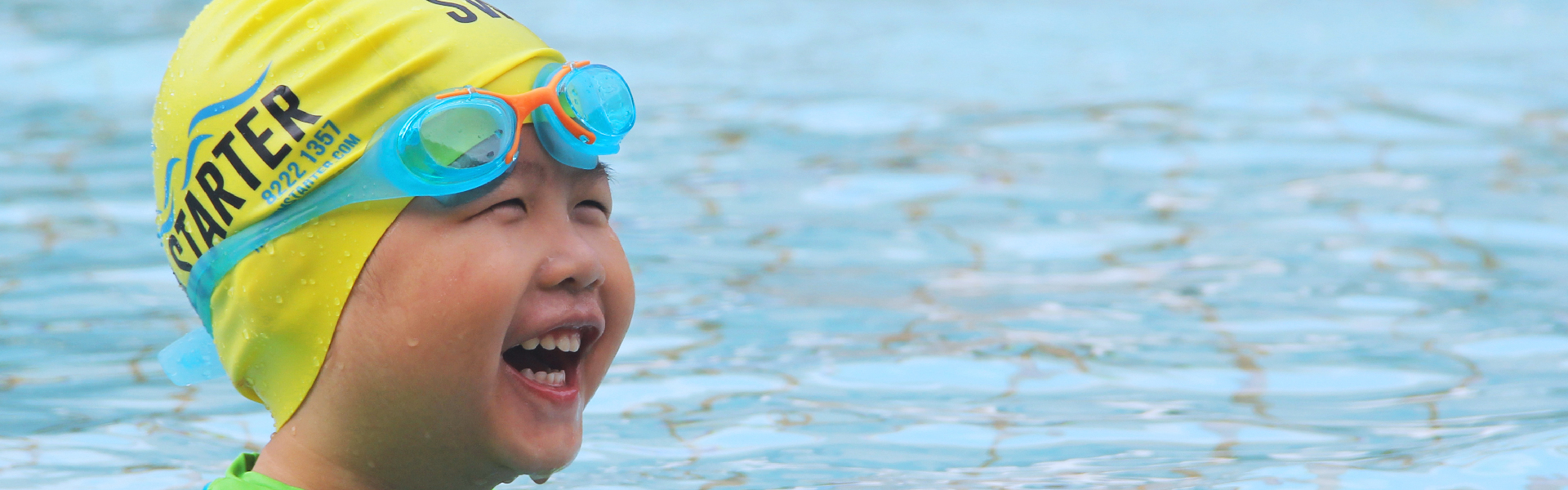 Child smiling with the guarantee of being able to swim in 6 months